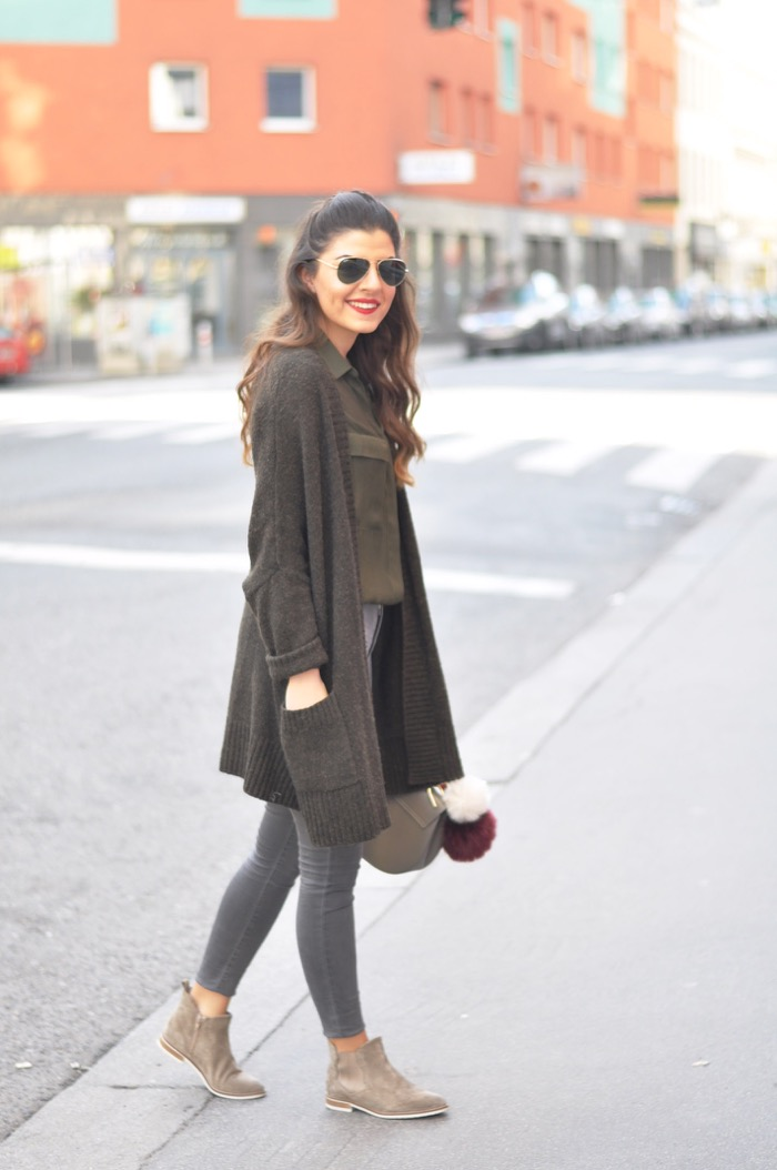 How to Style Beige Chelsea Boots Fashionnes