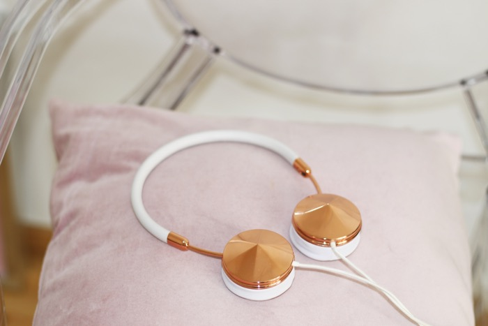 5_favorite_technology_gadgets_frends_headphones_fashionnes