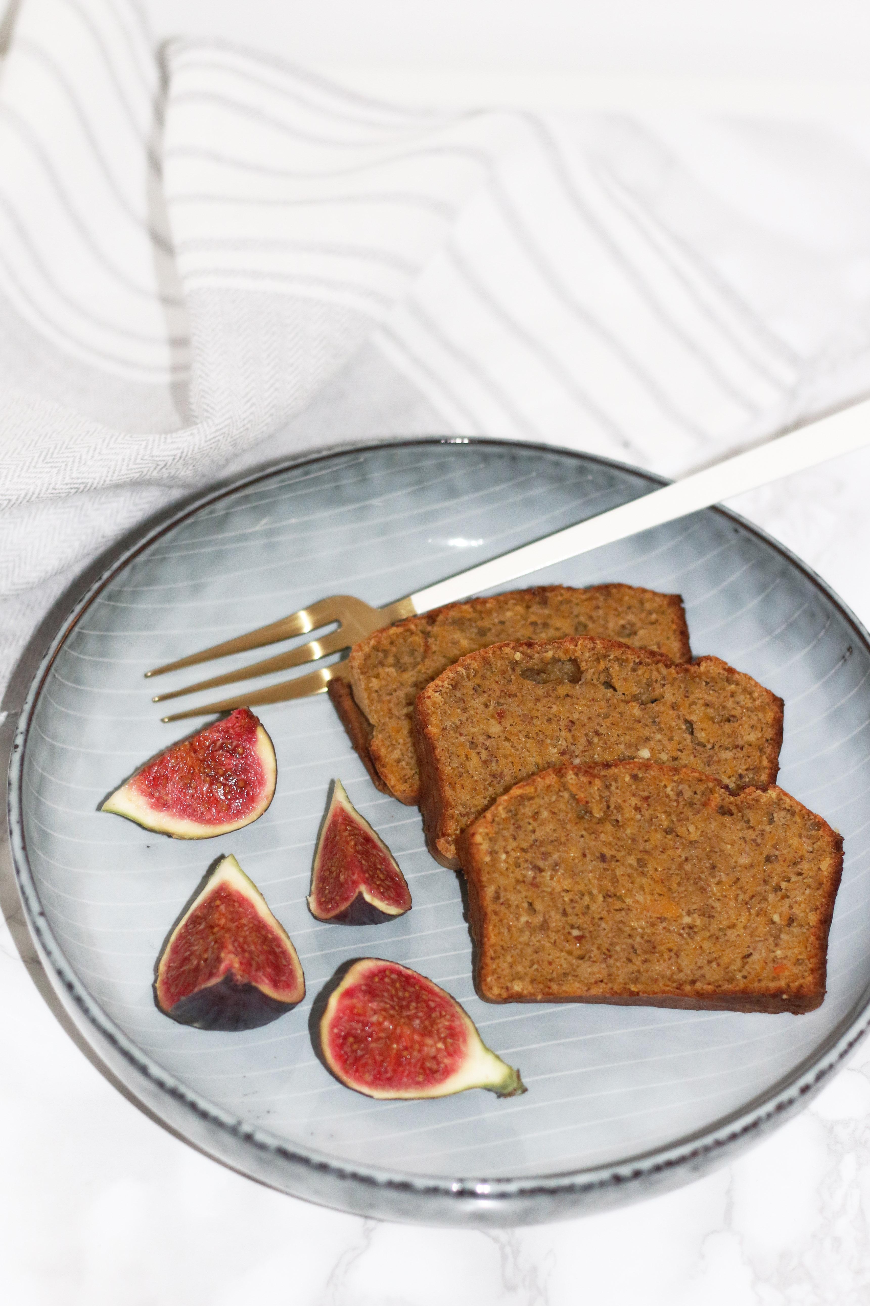 figs-and-pumkin-spice-cake-fashionnes