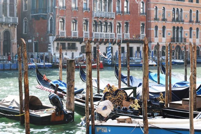 travel_gondola_venice_fashionnes