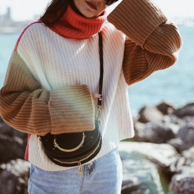 Istanbul – Moda: Tricolor Turtleneck Sweater & Ripped Mom Jeans